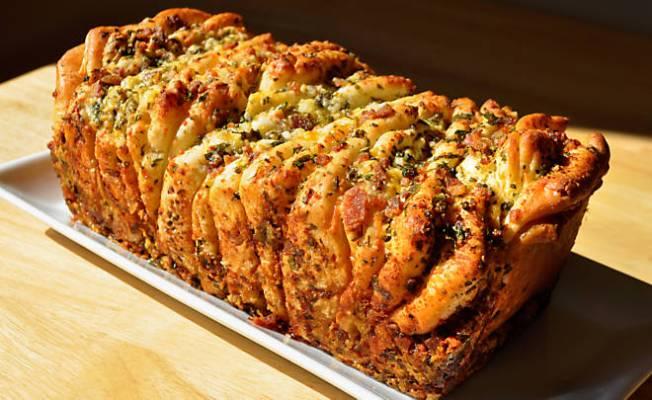 Recipe_Bacon_PullApart_Bread_HomeMedium