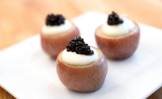 Recipe_Caviar_and_Creme_Fraiche_on_Baby_Potatoes_HomeMedium